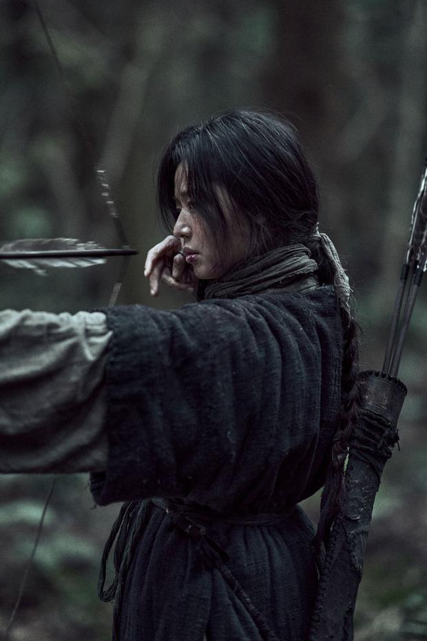 Xuống tóc sau tin đồn ly hôn, Jeon Ji Hyun vẫn đẹp nhức nách trong họp báo Kingdom: Ashin Of The North - Ảnh 6.