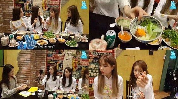 Một thành viên nhóm nhạc huyền thoại Kpop khoe cảnh ăn một lúc 3 món Việt, còn cố viết đúng tên món phở bò yêu thích? - Ảnh 5.