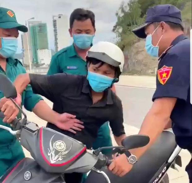 Chủ tịch UBND TP. Nha Trang xin lỗi nam công nhân bị xử phạt, giữ xe khi đi mua bánh mì - Ảnh 1.