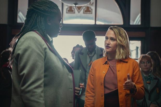 Sex Education tung trailer hé lộ phản diện mùa 3, netizen lại ngất ngang vì tạo hình nữ chính quá khủng khiếp - Ảnh 3.
