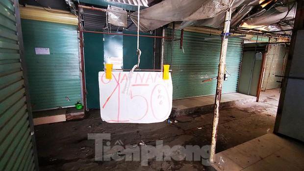 Thiên đường mua sắm của sinh viên Hà Nội cửa đóng then cài giữa đại dịch COVID-19 - Ảnh 5.