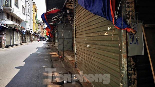 Thiên đường mua sắm của sinh viên Hà Nội cửa đóng then cài giữa đại dịch COVID-19 - Ảnh 6.