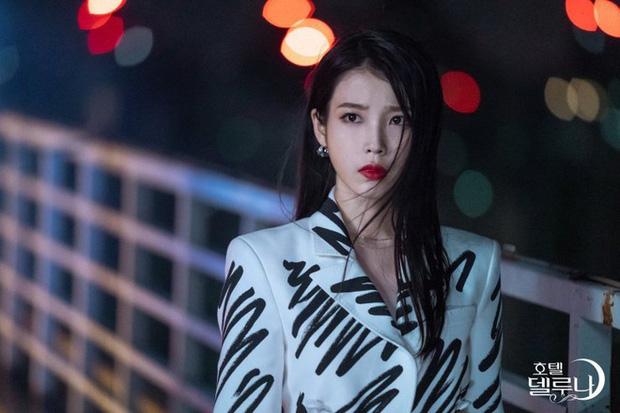 4 phim Hàn có gu thời trang đỉnh cao nhất mọi thời đại: Hội Penthouse còn thua xa chịu Nguyệt IU - Ảnh 4.
