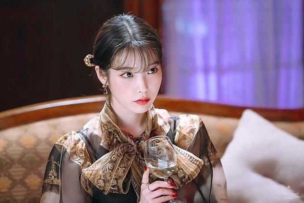 4 phim Hàn có gu thời trang đỉnh cao nhất mọi thời đại: Hội Penthouse còn thua xa chịu Nguyệt IU - Ảnh 5.