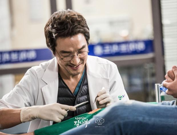 5 lý do đây chính là phim y khoa hoàn hảo để xem mùa dịch: Công phá hàng loạt kỷ lục, mức độ healing chẳng kém Hospital Playlist! - Ảnh 6.