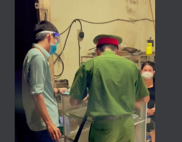 Xuất hiện clip Phó Chủ tịch phường ở Nha Trang đi xử phạt cơ sở sản xuất bánh mì - Ảnh 2.