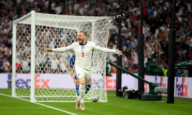 Tiết lộ gây choáng: Hậu vệ tuyển Anh đá tuyệt hay tại Euro 2020 dù bị gãy xương sườn, tổn thương cổ tay - Ảnh 1.