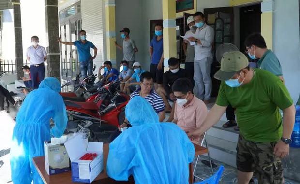 Quảng Bình: Phát hiện 3 ca dương tính với SARS-CoV-2 đầu tiên trong cộng đồng - Ảnh 1.