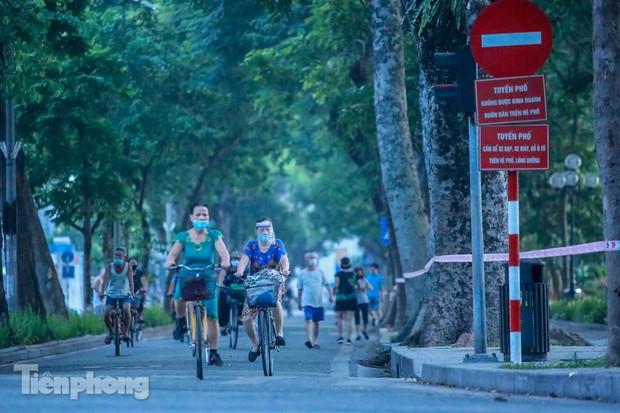 Né lực lượng chức năng, người dân Thủ đô rủ nhau tập thể dục lúc 3 giờ sáng - Ảnh 12.