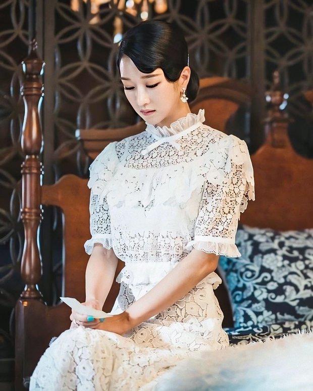 4 phim Hàn có gu thời trang đỉnh cao nhất mọi thời đại: Hội Penthouse còn thua xa chịu Nguyệt IU - Ảnh 16.