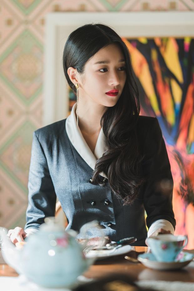 4 phim Hàn có gu thời trang đỉnh cao nhất mọi thời đại: Hội Penthouse còn thua xa chịu Nguyệt IU - Ảnh 17.
