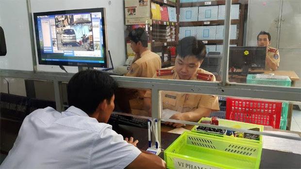 Người dân hoàn thiện thủ tục đăng ký, khai báo phương tiện online như thế nào? - Ảnh 1.