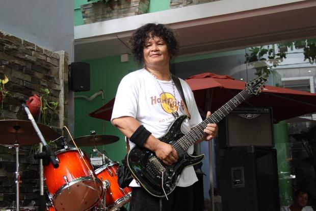 Rocker Trung Thành Sago qua đời ở tuổi 65 khi đang điều trị Covid-19, cả vợ và con đều nhiễm virus - Ảnh 2.