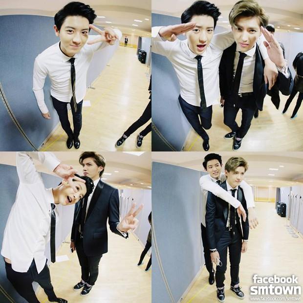 Ảnh couple bắt cá nghìn tay của EXO bỗng bị netizen khủng bố, Chanyeol dính nghi vấn viêm cánh vì biểu cảm của Ngô Diệc Phàm - Ảnh 2.