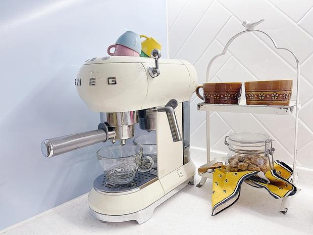 Căn bếp full bộ Smeg đẹp u mê của admin group đồ gia dụng: Khen nhất máy ép chậm, tủ lạnh xinh nhưng không nhiều chức năng - Ảnh 6.