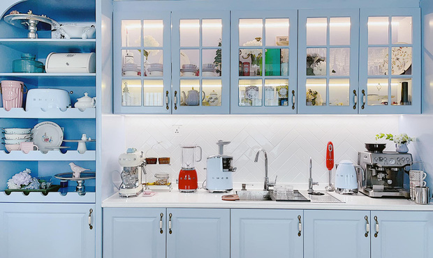 Căn bếp full bộ Smeg đẹp u mê của admin group đồ gia dụng: Khen nhất máy ép chậm, tủ lạnh xinh nhưng không nhiều chức năng - Ảnh 3.