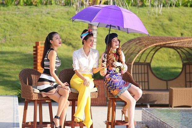 Phạm Hương từng để lộ khoảnh khắc đổ mồ hôi cánh trên sóng truyền hình - Ảnh 1.