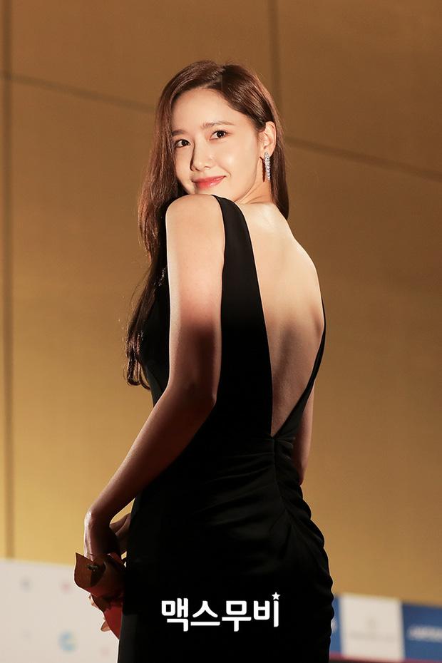 Hết Jennie, đến Yoona khiến netizen há hốc với màn để trần lưng trắng nõn ngọc ngà: Đây mới chính là level hở đỉnh cao! - Ảnh 6.