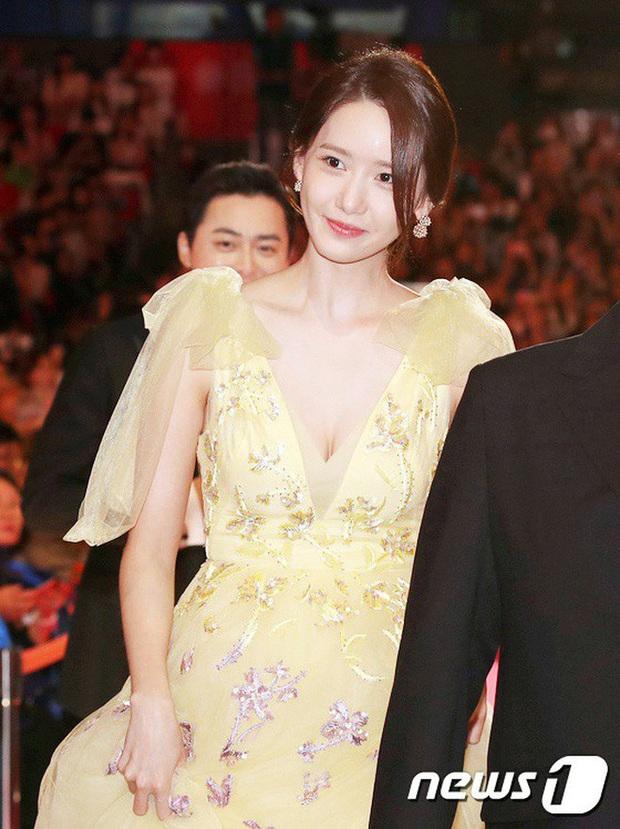 Hết Jennie, đến Yoona khiến netizen há hốc với màn để trần lưng trắng nõn ngọc ngà: Đây mới chính là level hở đỉnh cao! - Ảnh 8.