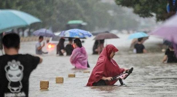Chủ tịch Trung Quốc tuyên bố tình trạng lũ lụt đặc biệt nghiêm trọng - Ảnh 1.