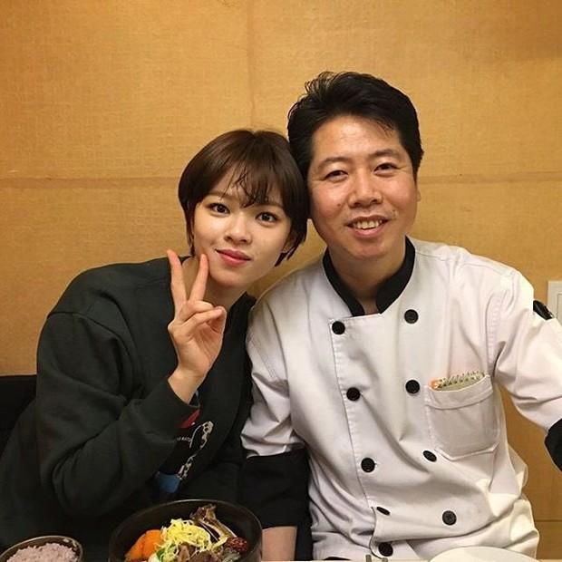 Hội idol con nhà nòi gia thế khủng: Chị cả T-ara nhà 6 người toàn sao nổi tiếng, bố của mỹ nhân TWICE là đầu bếp của Tổng thống - Ảnh 15.