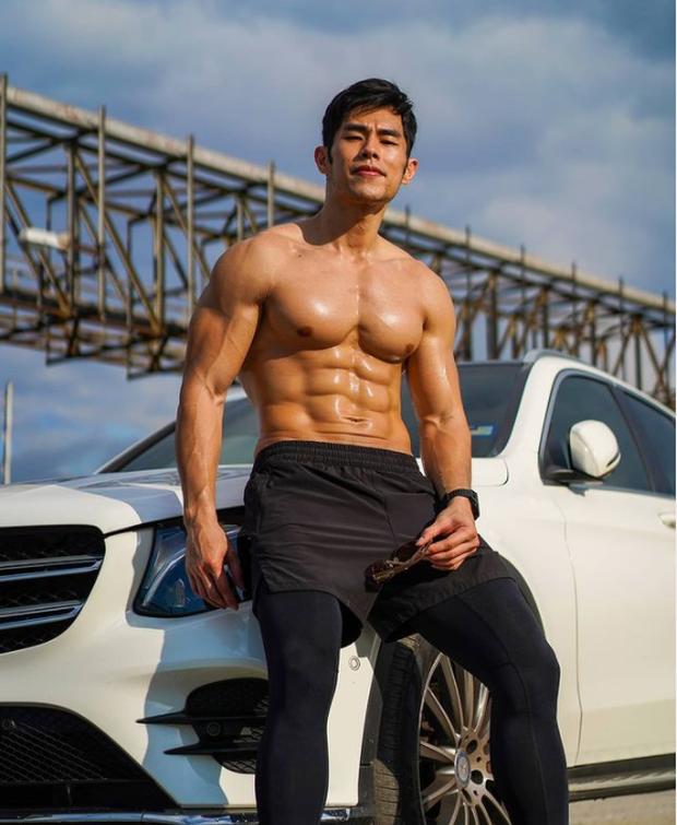 """Từng nổi toàn mạng châu Á vì bức ảnh chụp trộm vu vơ ngoài chợ, """"hot boy bán sầu riêng"""" 6 múi năm nào giờ có cuộc sống đổi đời ra sao? - Ảnh 9."""