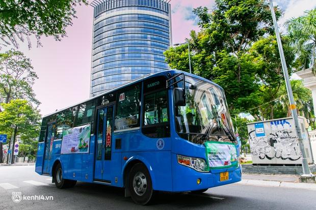 Ảnh, clip: Những chiếc xe buýt chở đầy rau củ với giá bình ổn cho người dân Sài Gòn những ngày giãn cách xã hội - Ảnh 16.