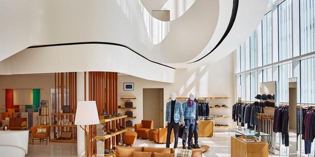 Chỉ mất hơn 1 tháng để mua lại Tiffany & Co nhưng LVMH (tập đoàn sở hữu Dior, Louis Vuitton) lại mất gần 2 thập kỷ để rồi chịu thua trước thương hiệu này - Ảnh 3.