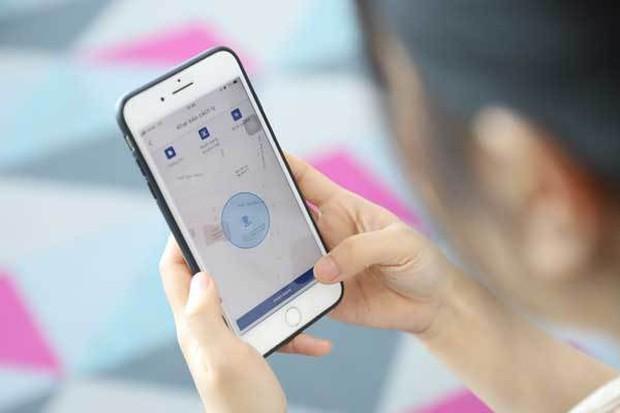 Công an, y tế phường giám sát người cách ly tại nhà bằng công nghệ nhận diện khuôn mặt - Ảnh 1.
