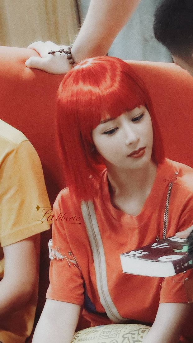 Dương Tử tự hủy visual với quả đầu đỏ như cà chua, tái hiện vai diễn thời trẻ trâu 16 năm trước - Ảnh 2.