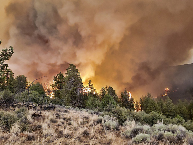 Khói cháy rừng ở miền Tây gây ô nhiễm không khí tại nhiều địa phương nước Mỹ - Ảnh 1.