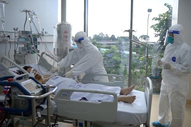 Cận cảnh quy trình đánh chặn giúp bệnh nhân Bệnh viện Hồi sức COVID-19 thoát cửa tử - Ảnh 3.