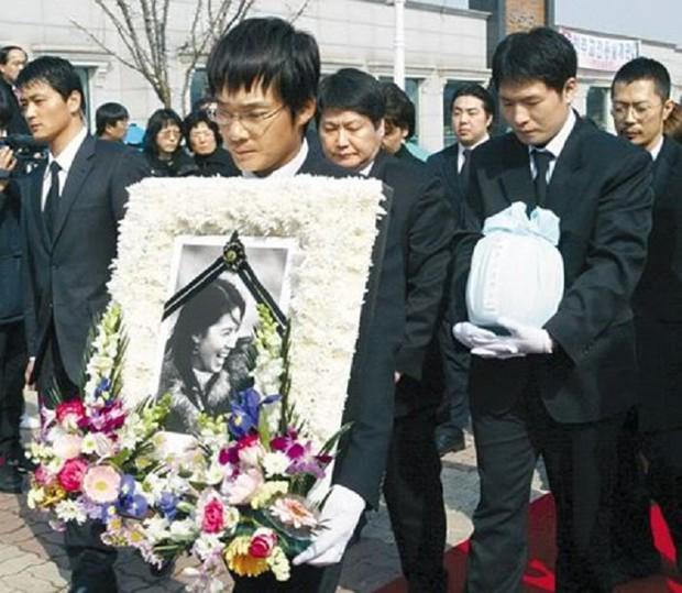 5 diễn viên Hàn bị ám ảnh tâm lý vì vai diễn: Seo Ye Ji - Lee Jun Ki trầm cảm, số 5 còn tìm tới cái chết  - Ảnh 13.