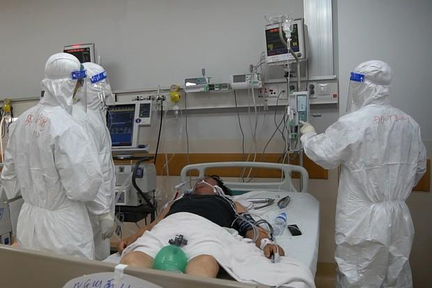 Cận cảnh quy trình đánh chặn giúp bệnh nhân Bệnh viện Hồi sức COVID-19 thoát cửa tử - Ảnh 7.