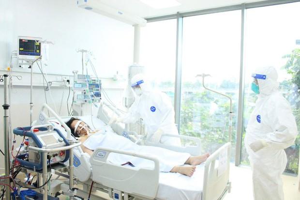 Người mẹ mang song thai nguy kịch trong khu cấp cứu bệnh nhân COVID-19 lớn nhất TP.HCM - Ảnh 3.