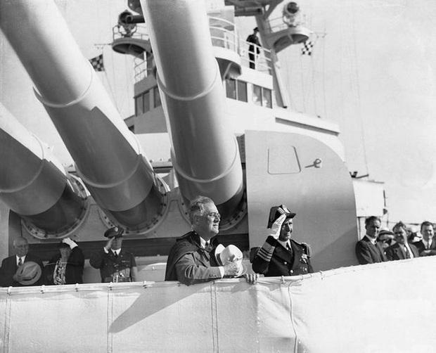 Con tàu ma ám suýt lấy mạng Tổng thống Mỹ: Thế giới thót tim vì quả ngư lôi kinh hoàng - Ảnh 1.