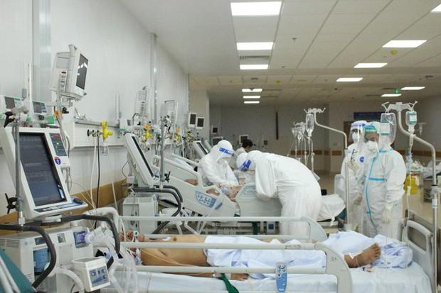 Người mẹ mang song thai nguy kịch trong khu cấp cứu bệnh nhân COVID-19 lớn nhất TP.HCM - Ảnh 5.