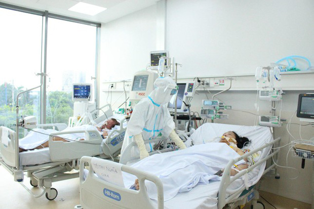 Người mẹ mang song thai nguy kịch trong khu cấp cứu bệnh nhân COVID-19 lớn nhất TP.HCM - Ảnh 6.