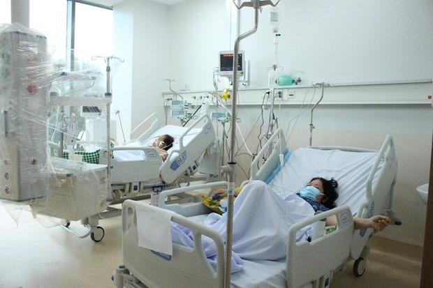 Người mẹ mang song thai nguy kịch trong khu cấp cứu bệnh nhân COVID-19 lớn nhất TP.HCM - Ảnh 7.