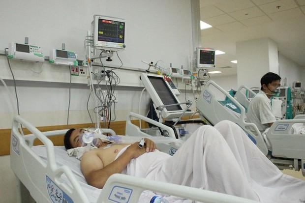 Người mẹ mang song thai nguy kịch trong khu cấp cứu bệnh nhân COVID-19 lớn nhất TP.HCM - Ảnh 8.