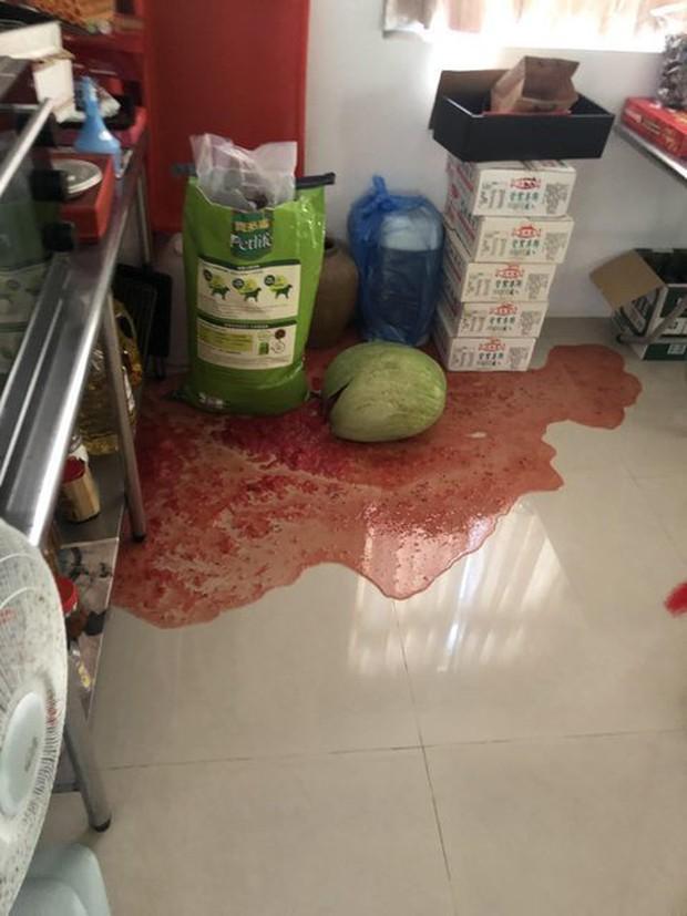 Trung Quốc: Đang nằm yên trên kệ hàng siêu thị, quả dưa hấu bỗng nhiên nổ tung khiến cả MXH xôn xao đi tìm lý do - Ảnh 5.