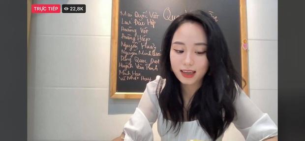 Khum tin nổi: Cô giáo Minh Thu pha-ke hút hơn 10.000 người xem livestream, gần 300.000 bình luận - Ảnh 6.