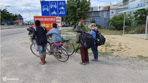 4 mẹ con đạp xe từ Đồng Nai về quê do thất nghiệp sung sướng khi bước chân xuống ga Vinh - Ảnh 3.