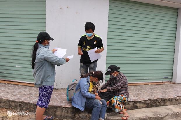 4 mẹ con đạp xe từ Đồng Nai về quê do thất nghiệp sung sướng khi bước chân xuống ga Vinh - Ảnh 7.