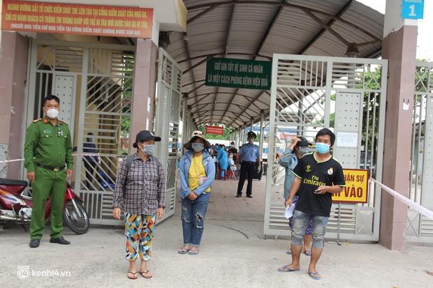 4 mẹ con đạp xe từ Đồng Nai về quê do thất nghiệp sung sướng khi bước chân xuống ga Vinh - Ảnh 8.