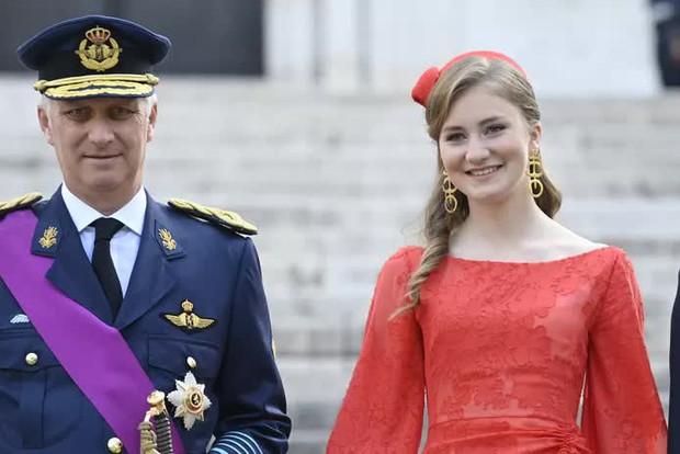 Nữ hoàng tương lai nước Bỉ hiếm hoi xuất hiện với nhan sắc gây chú ý, từng khung hình đều tràn ngập khí chất hoàng tộc ngời ngời - Ảnh 6.