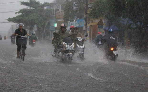 Áp thấp nhiệt đới áp sát Quảng Ninh, Hà Nội có mưa to, đề phòng lốc, sét và gió giật mạnh - Ảnh 2.