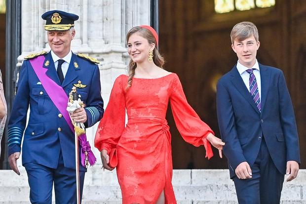 Nữ hoàng tương lai nước Bỉ hiếm hoi xuất hiện với nhan sắc gây chú ý, từng khung hình đều tràn ngập khí chất hoàng tộc ngời ngời - Ảnh 5.