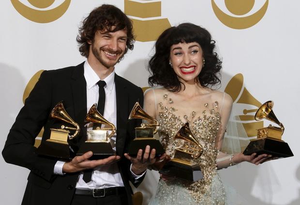 Siêu hit 10 năm tuổi đạt 1,7 tỷ views ai nghe cũng quen, còn ẵm Grammy nhưng chủ nhân là ai thì không ai nhớ luôn - Ảnh 2.