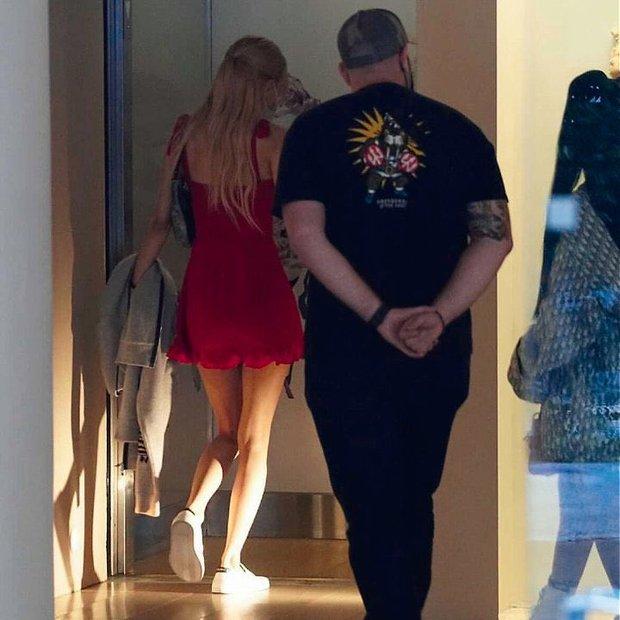 Team qua đường tóm gọn BLACKPINK hẹn hò hot TikToker ở Mỹ, Rosé diện đầm đỏ khoe body căng đét đánh bật thánh body Jennie - Ảnh 5.